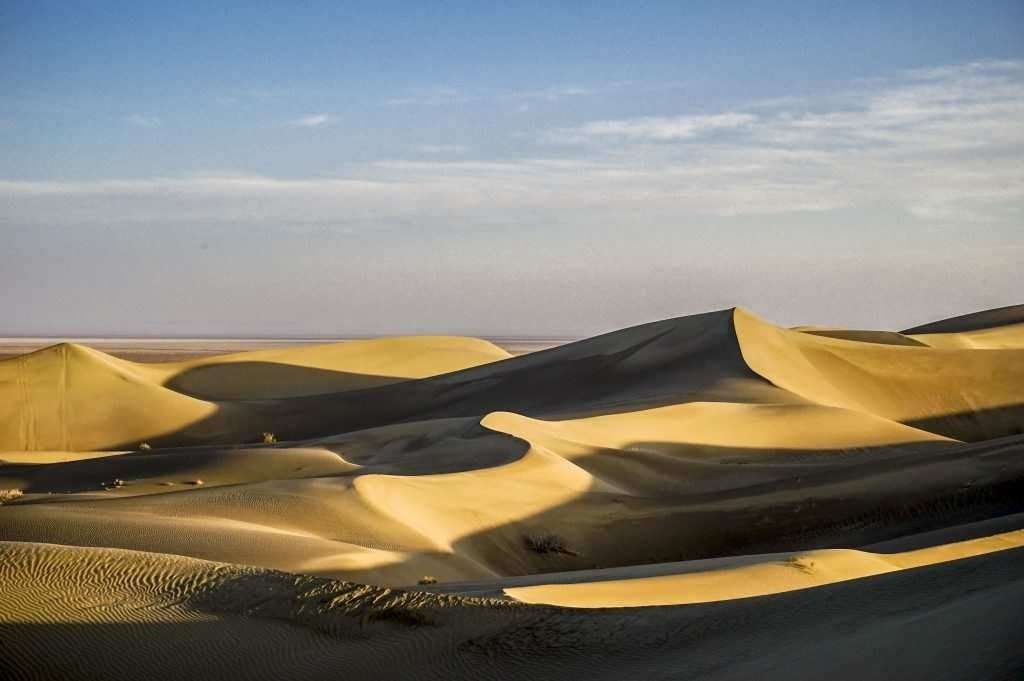 sand dunes of varzaneh negaar guesthouse afternoon tours