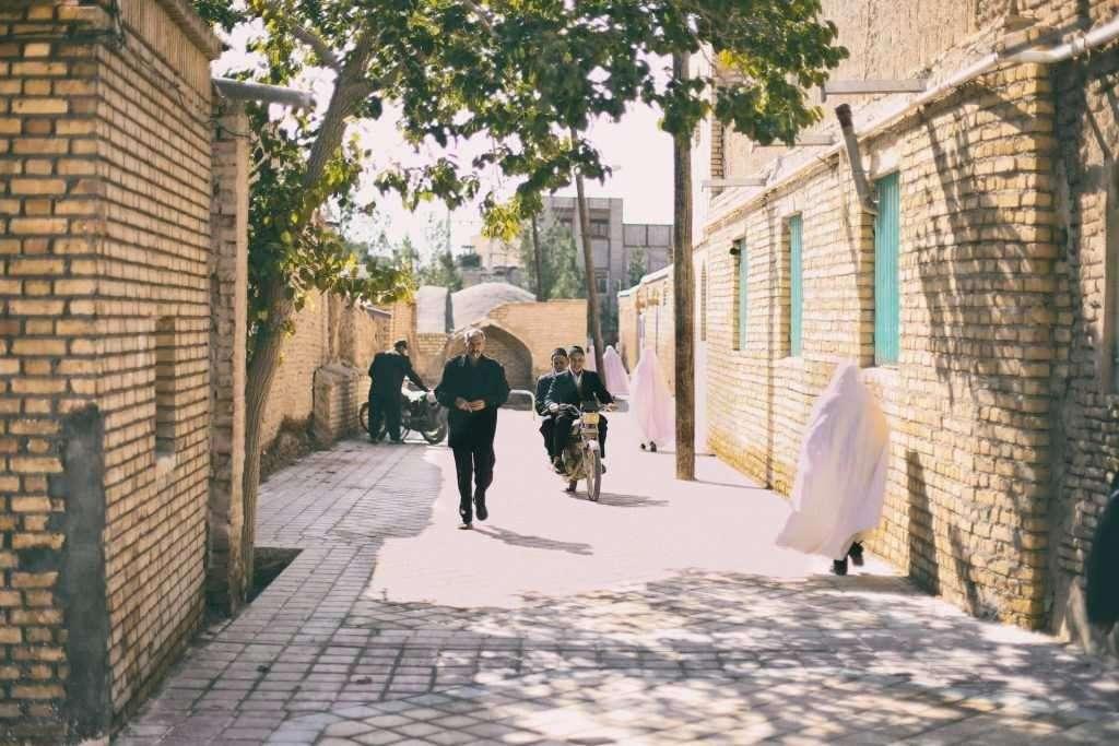 varzaneh streets negaar guesthouse isfahan